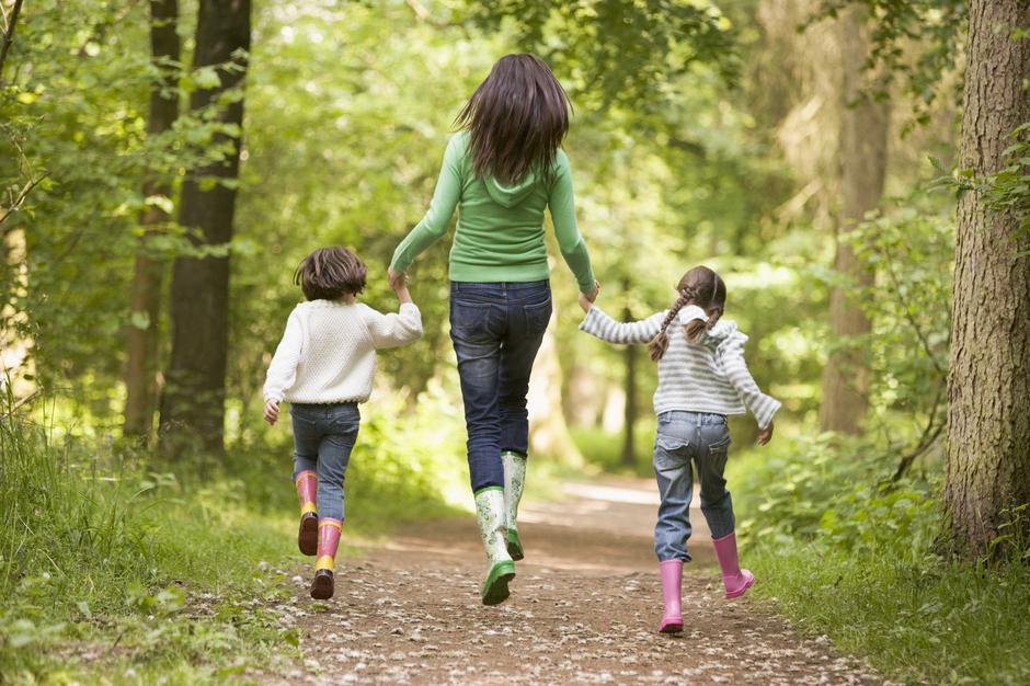 mama, djeca, šuma | Author: Thinkstock