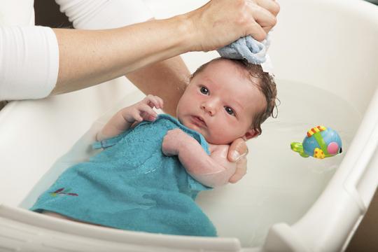 Rezultat slika za kupanje bebe