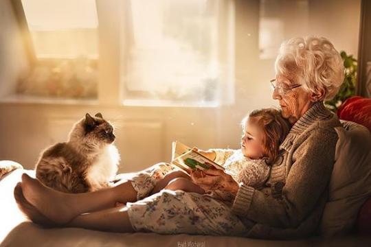 Neprocjenjiva ljubav: Zapanjujuće fotografije baka i djedova s unucima    missMAMA